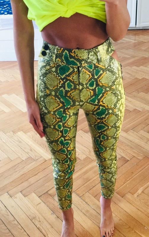 Wężowe spodnie
