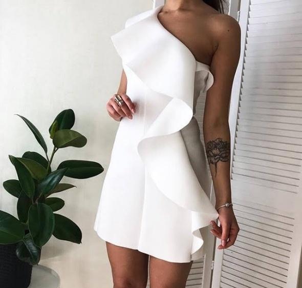Ubrania sukienka z falbanką