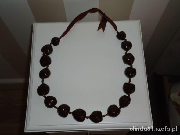 czekoladowo brązowe korale