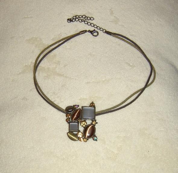 brązowe kwadratowe kamienie naszyjnik avon