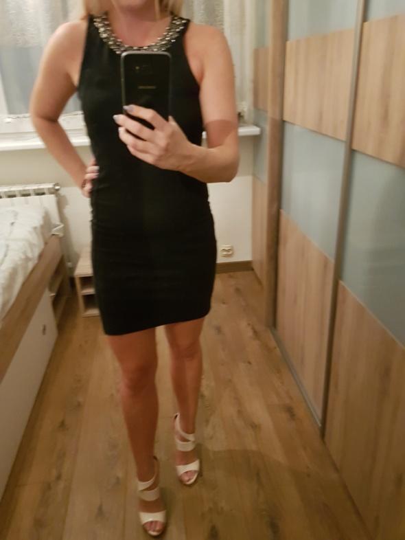 Czarna sukienka Zara ze srebrnymi koralikami...