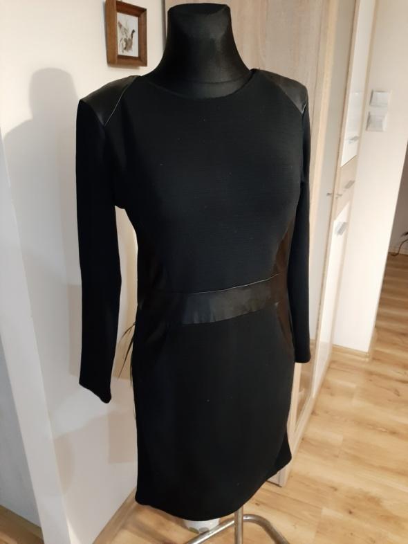 Czarna sukienka z ekoskórą r 40