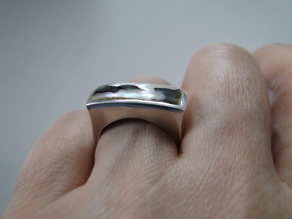 Solidny pierścień srebro 925 i ciekawa muszla