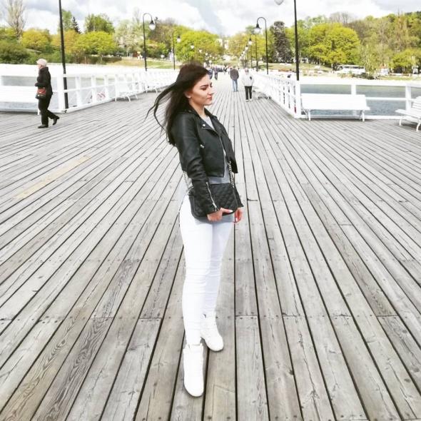 Białe spodnie i buty