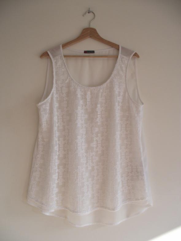 Biała bluzka zdobiona haftami i koralikami Street One L XL