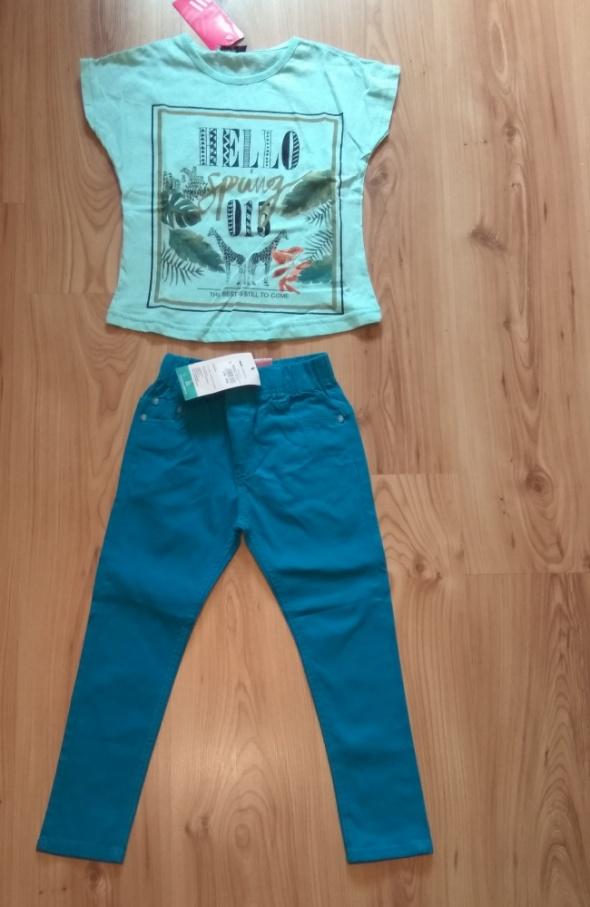 Miętowa bluzka i niebieskie spodnie 116