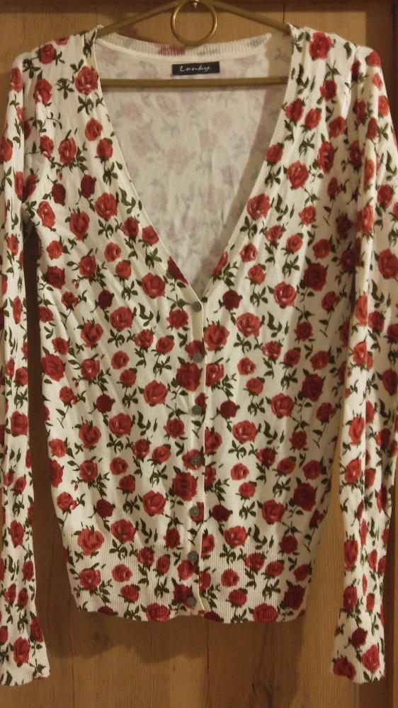 Sweterek w różyczki