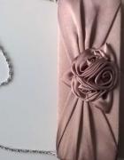 Nie używana kopertówka na łańcuszku atłasowa pudrowy róż...
