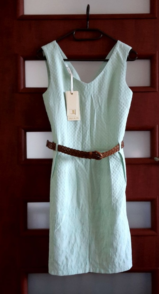 Nowa miętowa sukienka dopasowana
