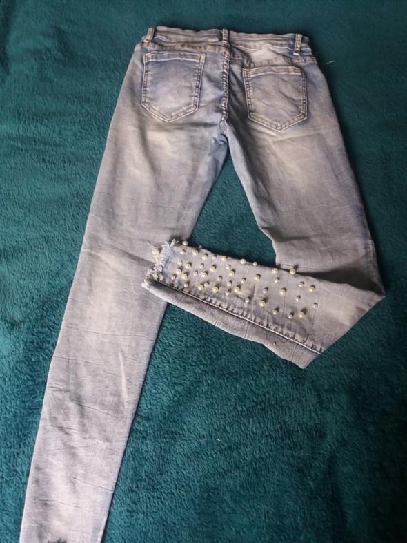 Spodnie jeansowe z perełkami