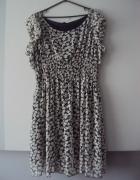 sukienka w stokrotki...