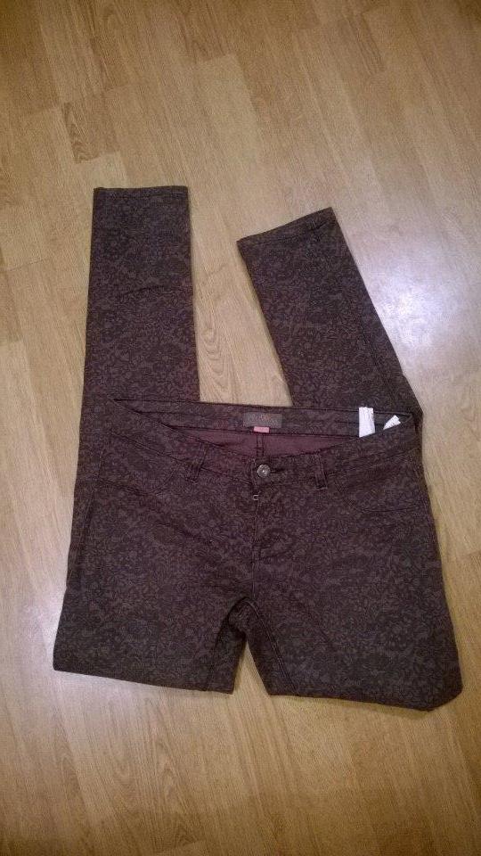 Brązowe spodnie w czarną koronkę M