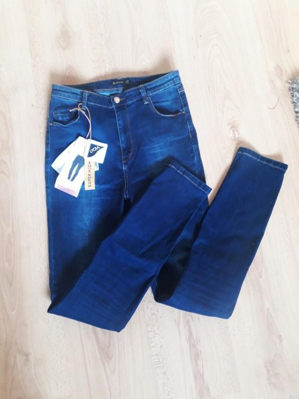 Nowe jeansy z wysokim stanem spodnie Stradivarius rurki wysoki stan