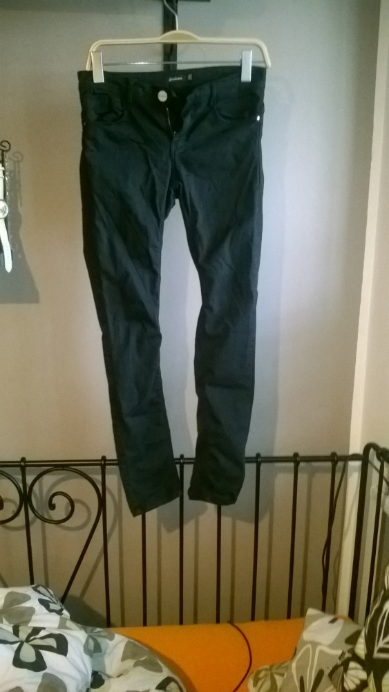 Czarne spodnie push up stradivarius 38 rurki...