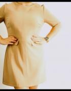 Elegancka sukienka w kolorze karmelowym...
