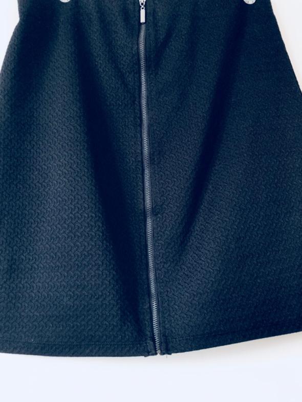 Czarna elegancka spódnica na suwak