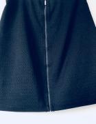 Czarna elegancka spódnica na suwak...
