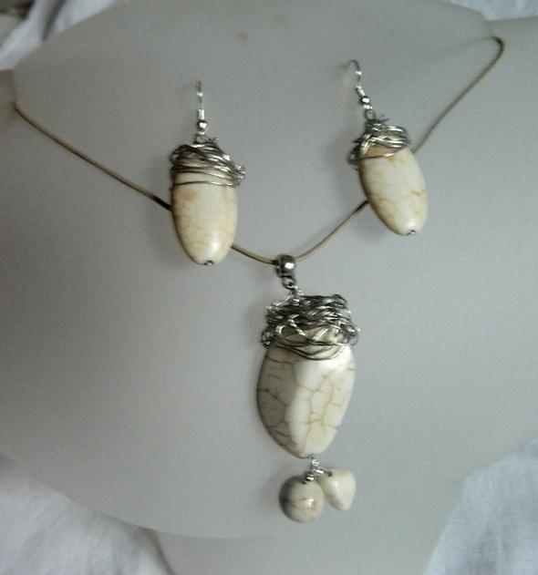 Kremowe howlity w drucie oryginalny zestaw biżuterii