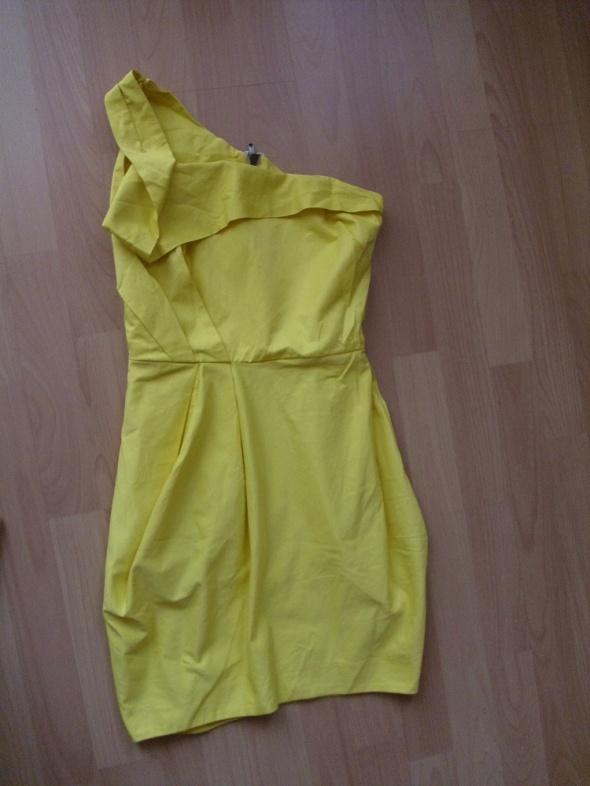 sukienka na jedno ramię żółta