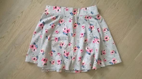szara spódniczk w różowe kwiaty