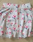 szara spódniczk w różowe kwiaty...