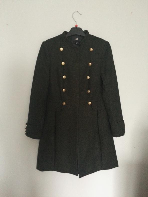 dwurzędowy rozkloszowany płaszcz zima khaki pagony