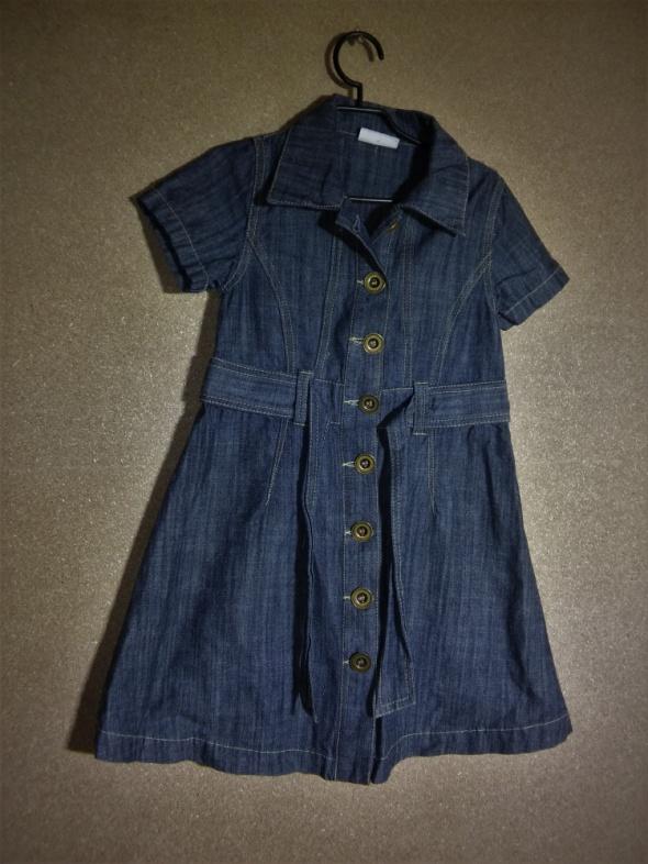 Jeansowa trapezowa sukienka z kołnierzykiem 104 c