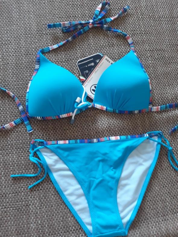 niebieskie bikini...