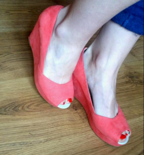 malinowe buty na koturnie reserved