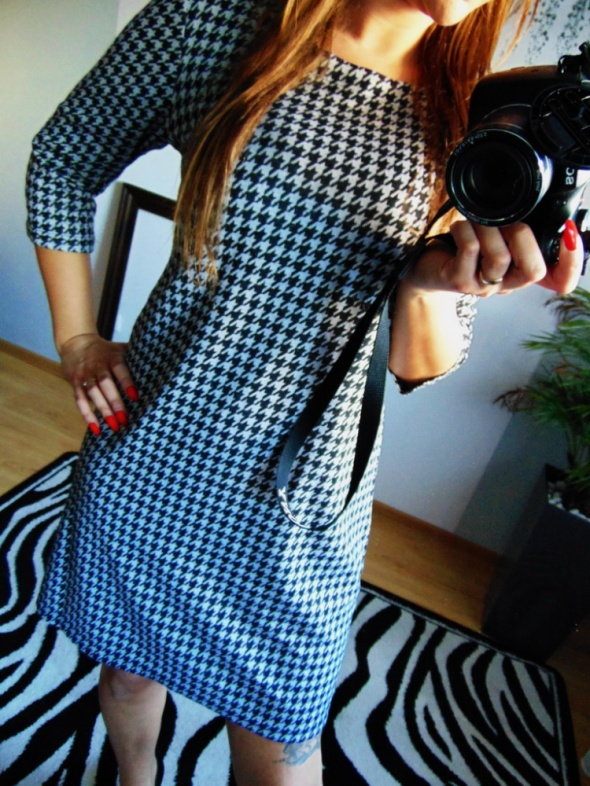 Czarno biała sukienka pepitka Free Quent 40 L