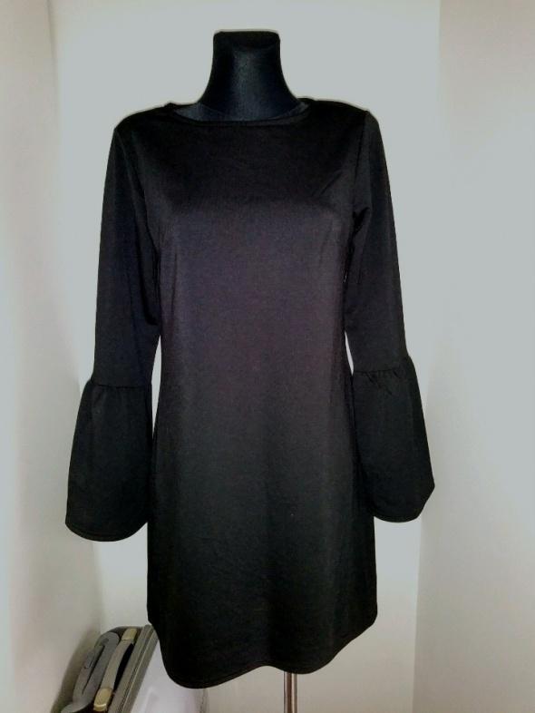 Czarna sukienka falbanka L