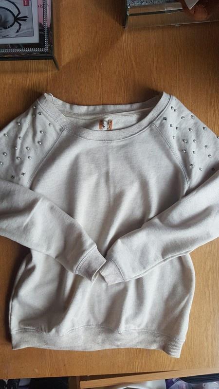 Bluzy Piekna bluza z perelkami firmy pull&bear s