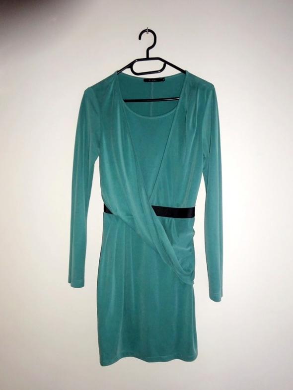 Monnari zielona przekładana sukienka z długim rękawem taliowana...