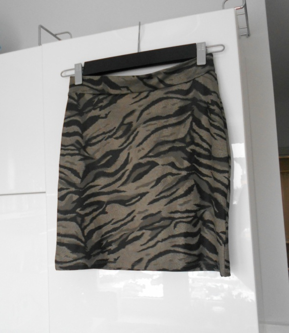 Spódnice Gina Tricot szara bodycon mini spódniczka panterka tygrys print