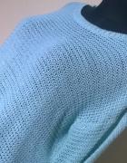 Miętowy sweter firmy HOUSE...