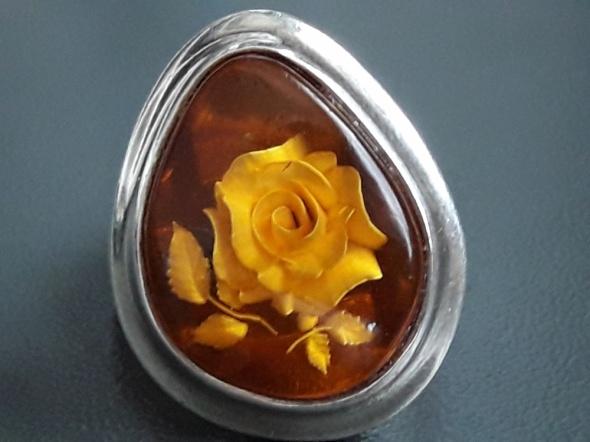 Róża w bursztynie