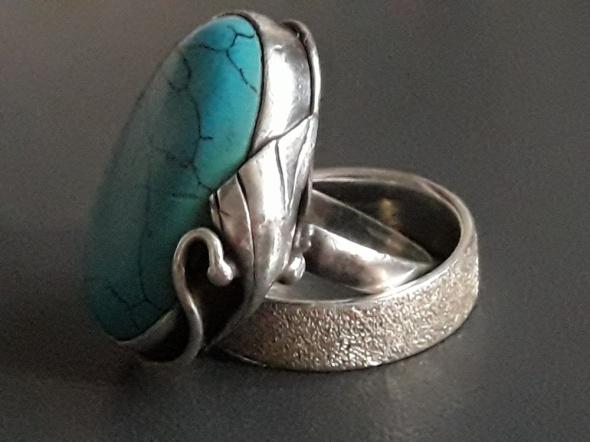 Srebrny pierścionek z turkusem
