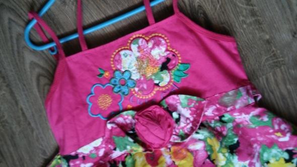 Sukienka różowa w kwiaty letnia
