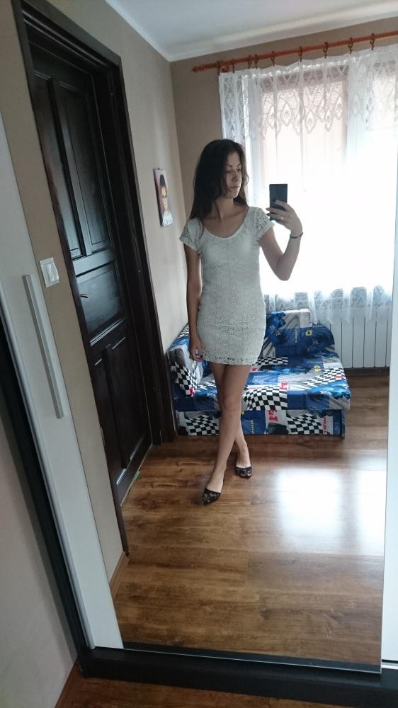 Biała koronkowa sukienka...