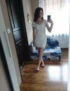 Biała koronkowa sukienka
