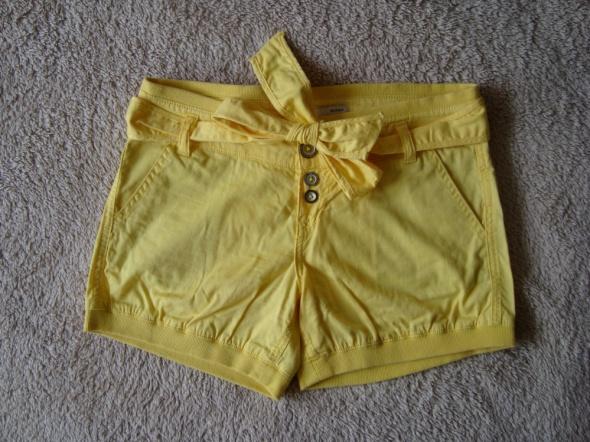 Żółte Krótkie Spodenki Bershka XS...
