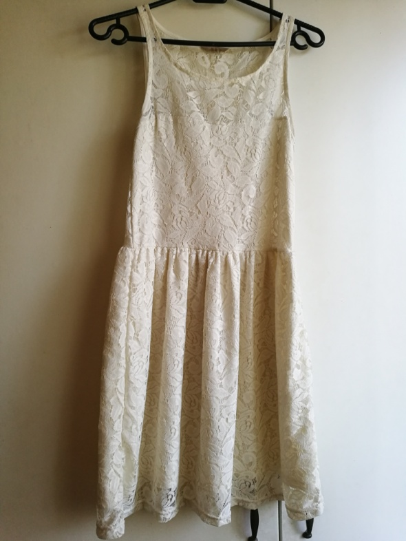 Koronkowa sukiena