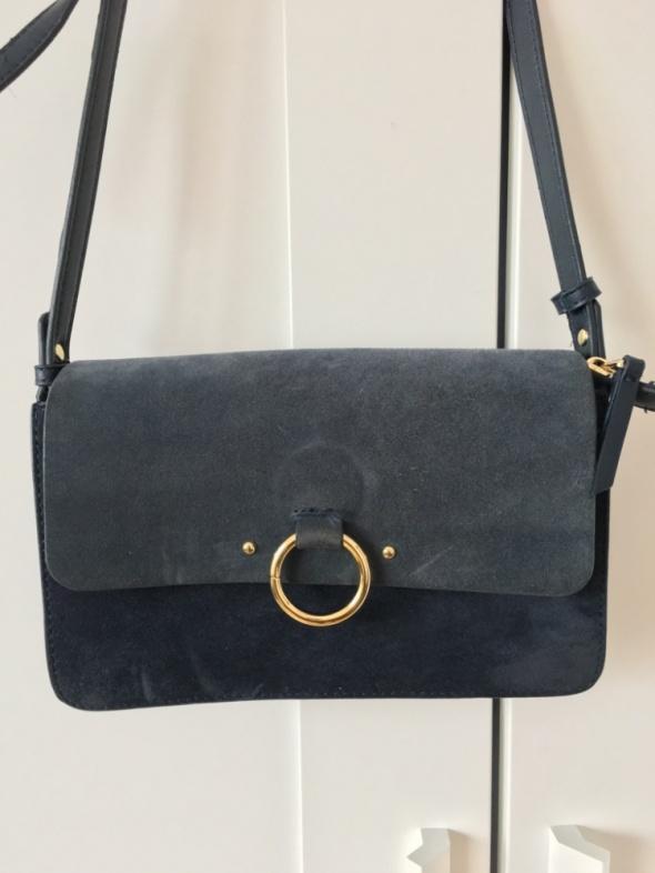 Niebieska torebka z naturalnego zamszu Parfois...
