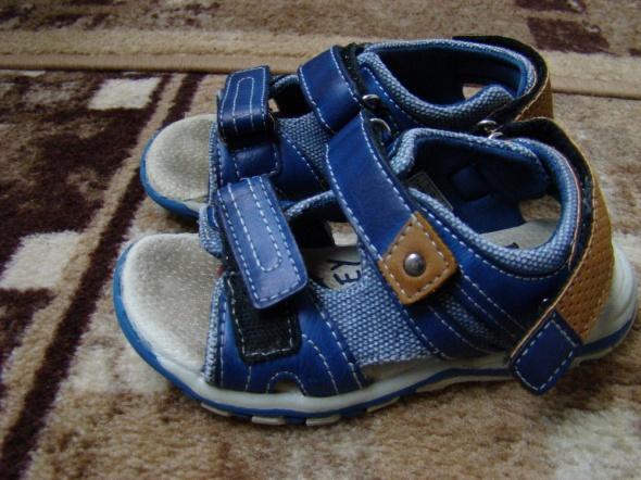 Sandałki 26