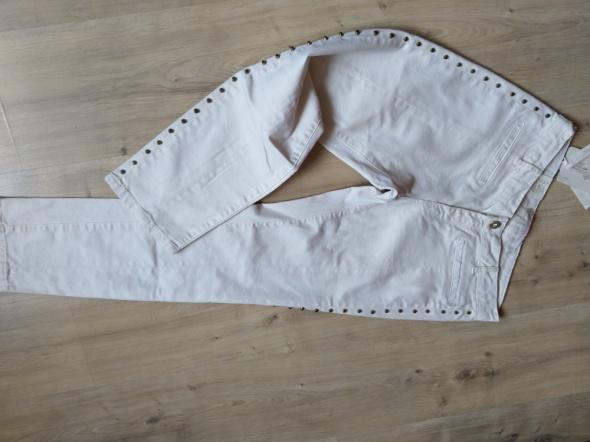 Spodnie Zara rurki skinny kremowe capri lampasy ćwieki wysoki stan
