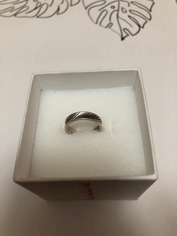 Śliczna srebrna obrączka 925