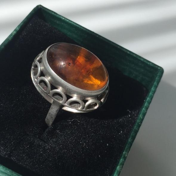 Srebrny pierścionek 830 FISCHLAND jak Warmet ORNO z bursztynem