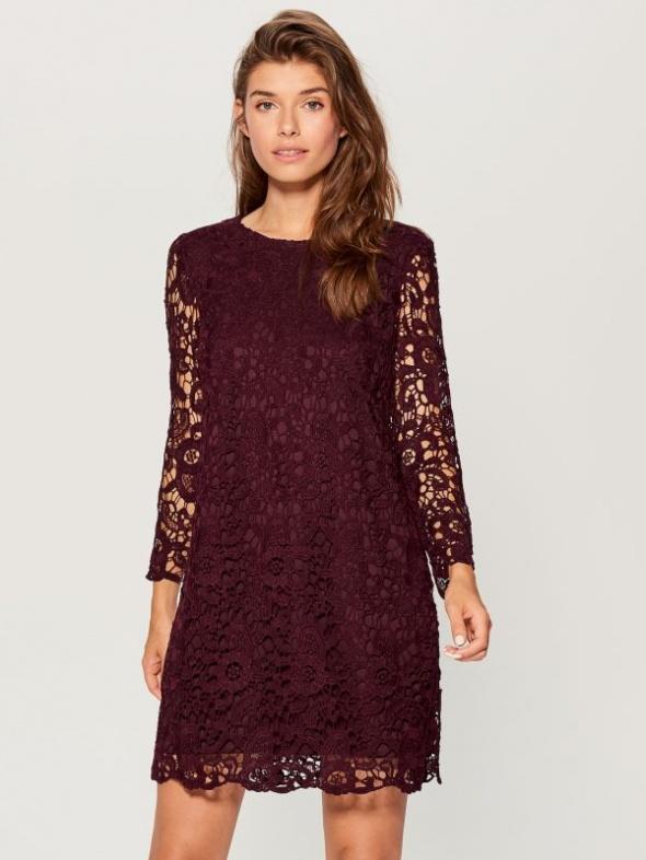 Burgundowa sukienka z wiązaniem na karku