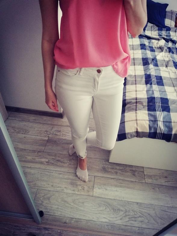Spodnie Białe jeansy Cropp M