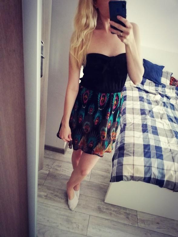 Kolorowa sukienka bez ramiączek 36